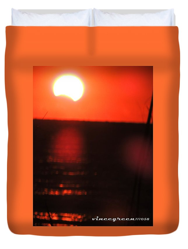 Eclipse Duvet Cover featuring the digital art Staring Into A Star Eclipsed by Vincent Green