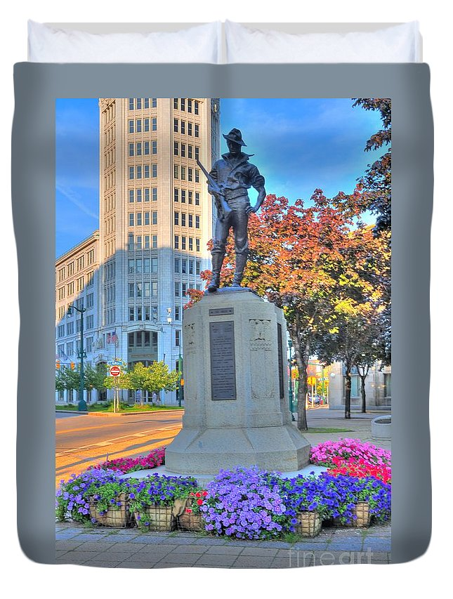 City Duvet Cover featuring the photograph Statue In The Square by Kathleen Struckle