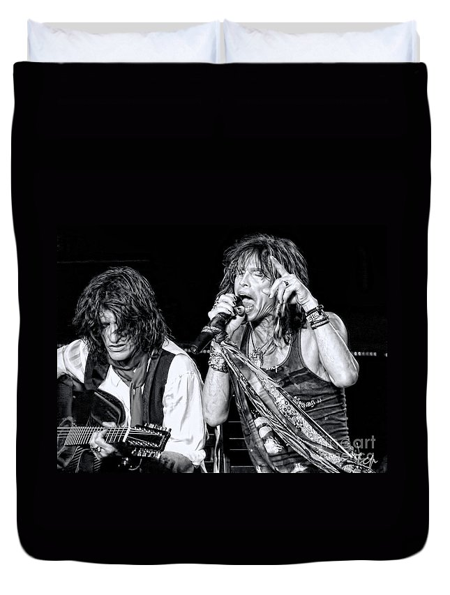 Steven Tyler Duvet Cover featuring the photograph Steven Tyler Croons by Traci Cottingham