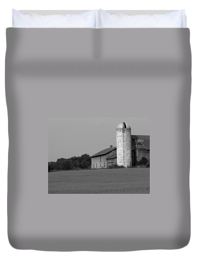 Barn Duvet Cover featuring the photograph Still Here by Rhonda Barrett