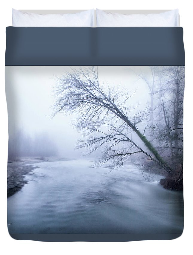 Tree Duvet Cover featuring the photograph Still Holding On by Charlie Duncan