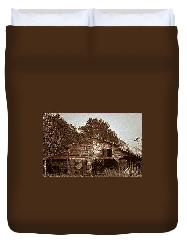Barn Duvet Cover featuring the photograph Still Working by Amanda Barcon