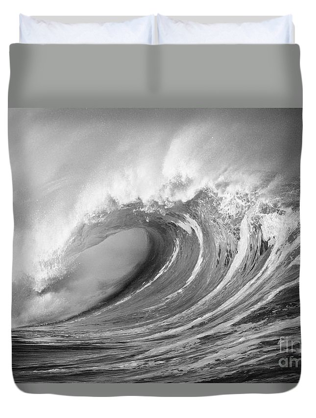 Art Medium Duvet Cover featuring the photograph Storm Wave - Bw by Ron Dahlquist - Printscapes