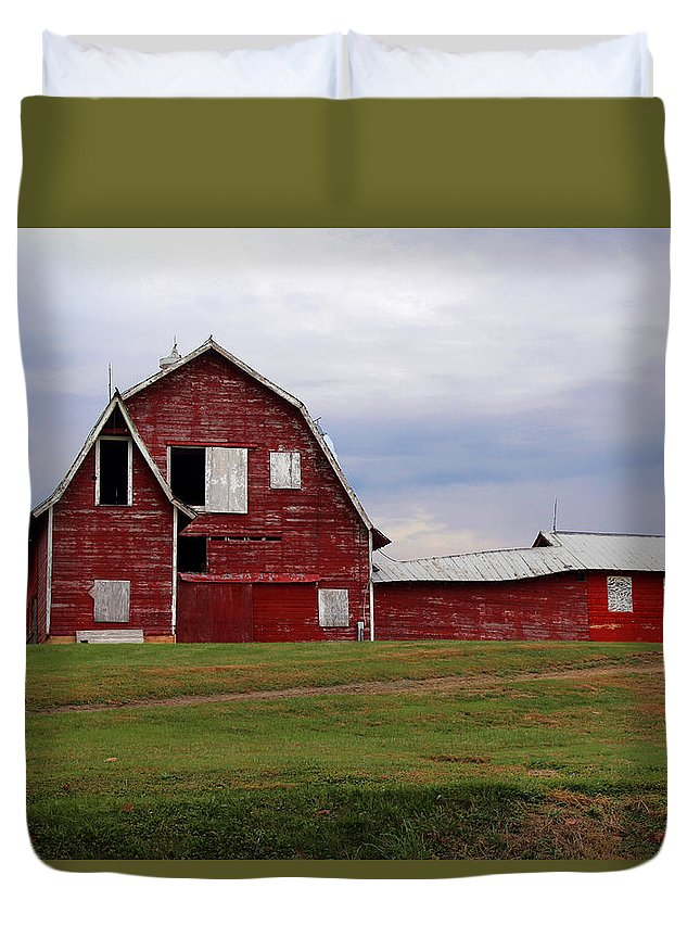 Barn Duvet Cover featuring the photograph Storm's A Comin' by Lorraine Baum
