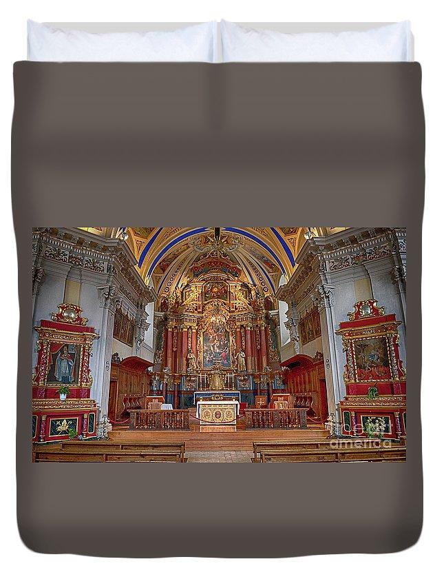 Saint Nicolas De Veroce Duvet Cover featuring the photograph Straight Ahead by Kevin Williams