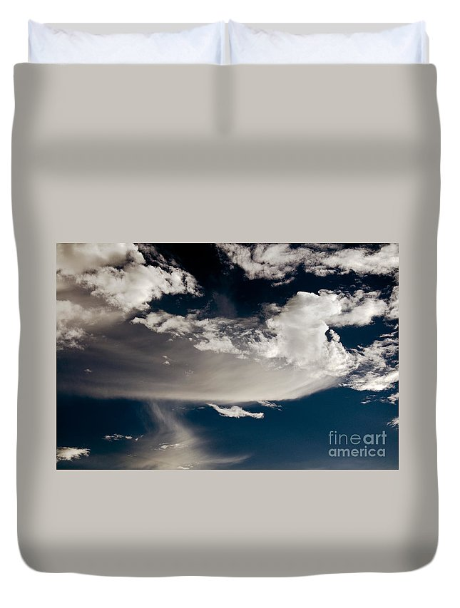 Clay Duvet Cover featuring the photograph Streakin' Cloud by Clayton Bruster