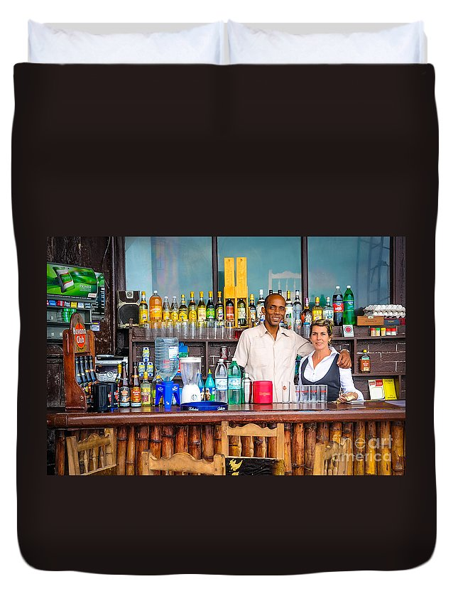 Architectural Duvet Cover featuring the photograph Streetside Welcome - Faces Of Havana by Craig Minielly