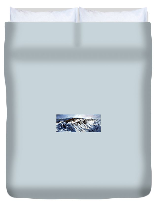 Helvellin Duvet Cover featuring the painting Striding Edge Leading To Helvellin Sumit by Paul Dene Marlor