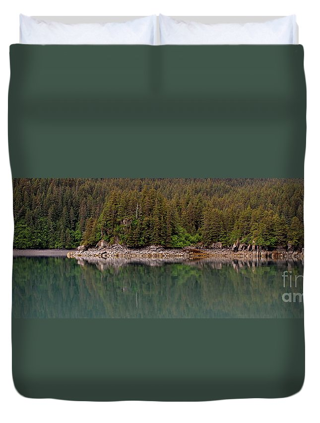 Shore Line Duvet Cover featuring the photograph Strip Of Beach by Rick Monyahan