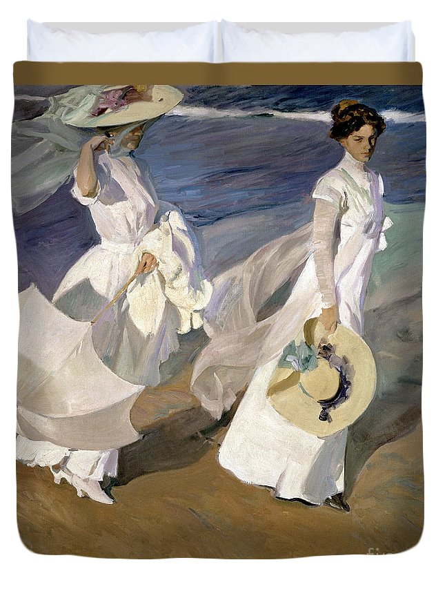 Sorolla Duvet Cover featuring the painting Strolling Along The Seashore by Joaquin Sorolla y Bastida