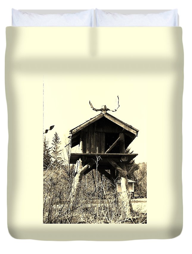 Homer Alaska Duvet Cover featuring the photograph Summer Alaskan Cache by Lori Mahaffey