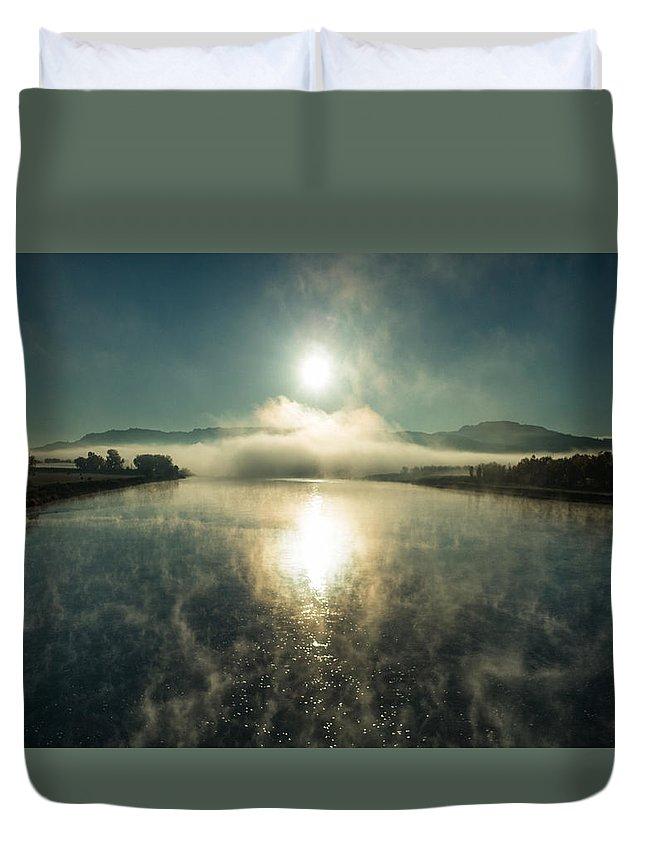 Sun Duvet Cover featuring the photograph Sun O'er Missouri River by Todd Klassy