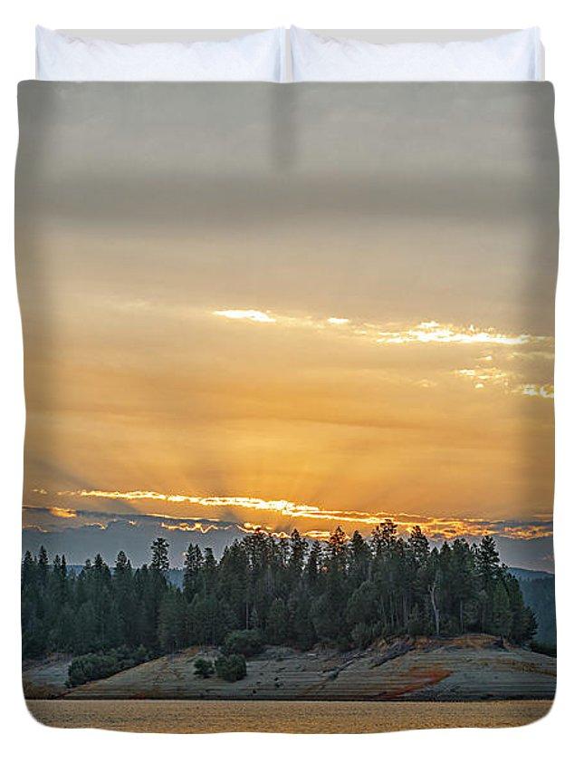 Bullards Bar Reservoir Duvet Cover featuring the photograph Sun Rays At Sunrise by Jim Thompson