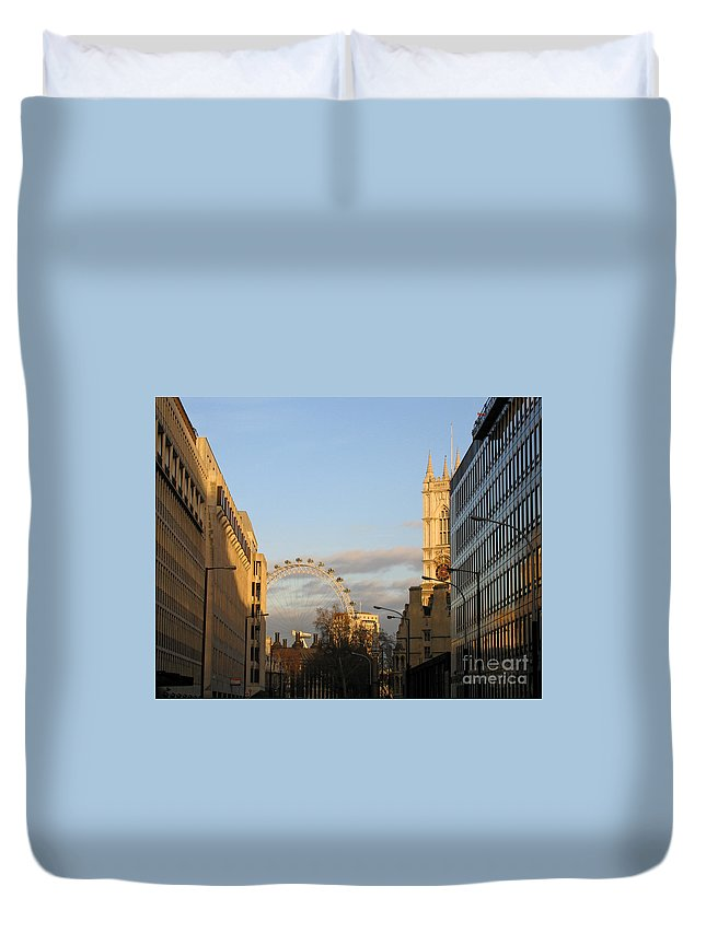 London Duvet Cover featuring the photograph Sun Sets On London by Ann Horn