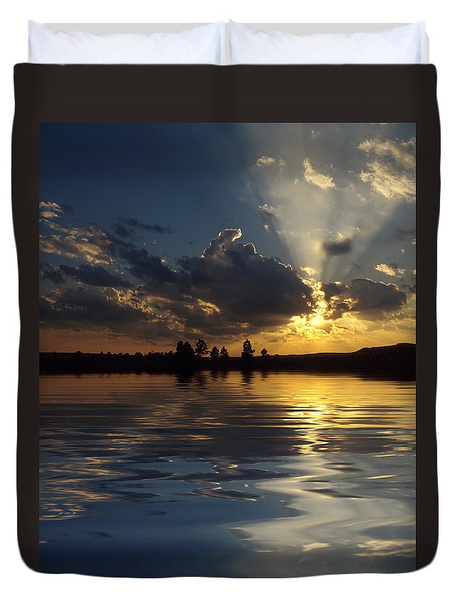 Sunset Duvet Cover featuring the photograph Sunray Sunset by Jerry McElroy