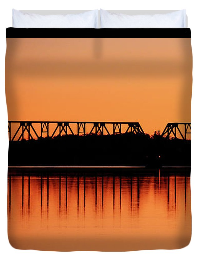 Washington Duvet Cover featuring the photograph Sunrise At Burbank by Whispering Peaks Photography
