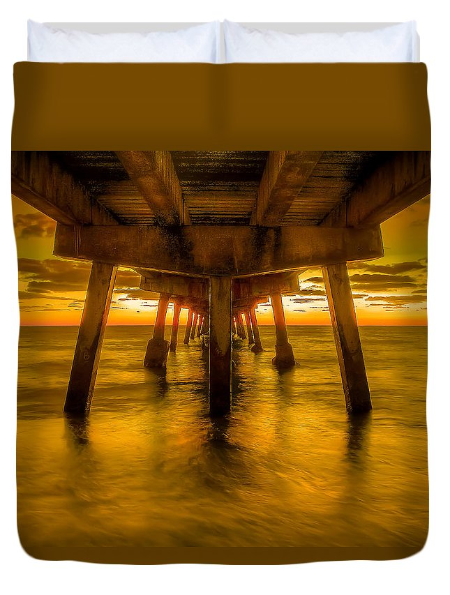 Ft Lauderdale Duvet Cover featuring the photograph Sunrise In Ft Lauderdale Pier by Coco Moni