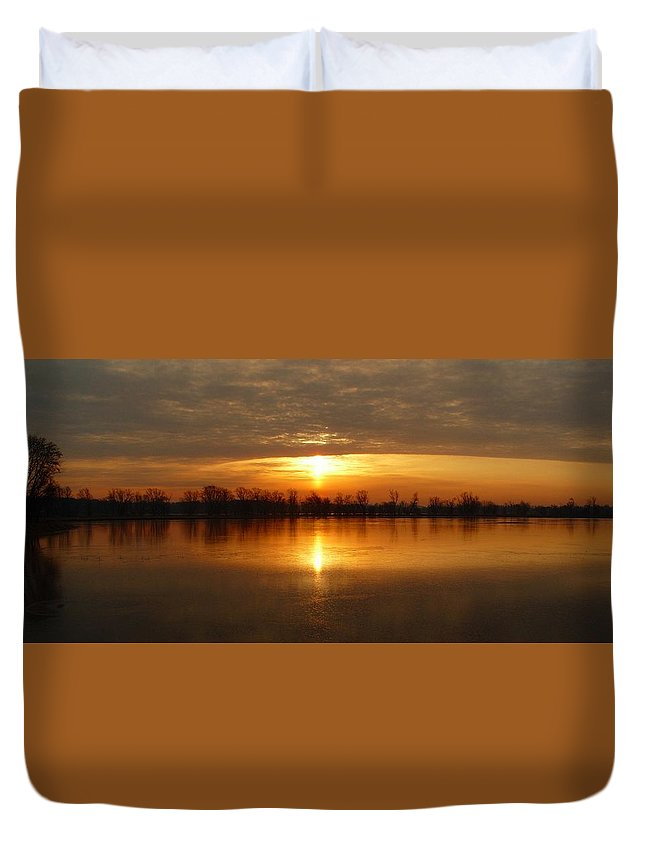 River Duvet Cover featuring the photograph Sunrise On The Pecatonica River by Robert Coffey
