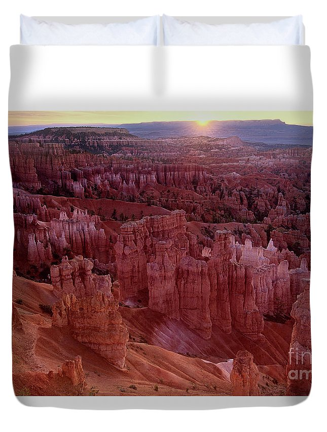 North America Duvet Cover featuring the photograph Sunrise Over The Hoodoos Bryce Canyon National Park by Dave Welling