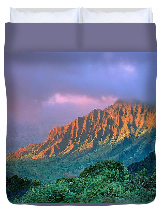 Aerial Duvet Cover featuring the photograph Sunset At Kalalau Lookout by Greg Vaughn - Printscapes