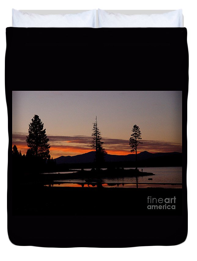 Lake Almanor Duvet Cover featuring the photograph Sunset At Lake Almanor 02 by Peter Piatt