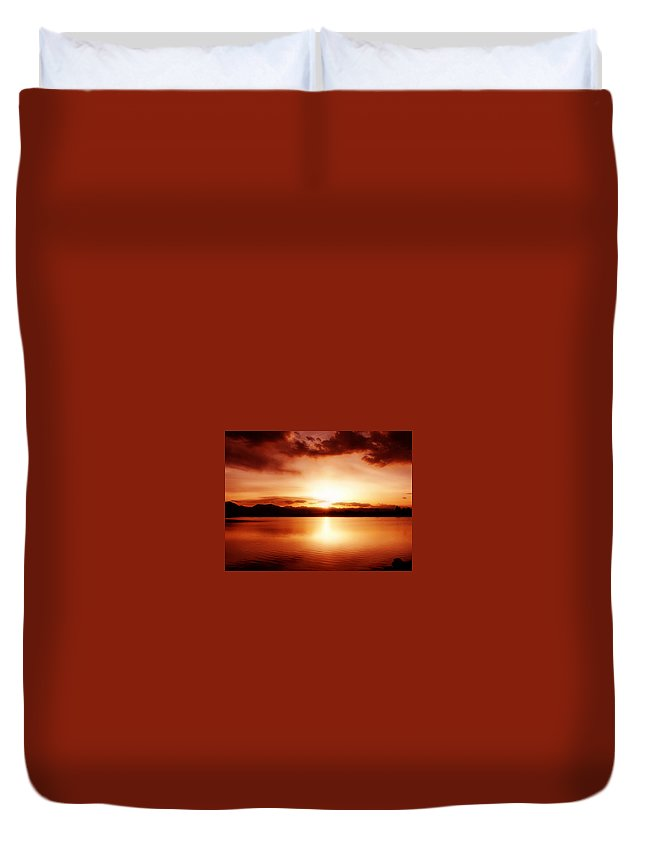 Lake Duvet Cover featuring the photograph Sunset by Marilyn Hunt