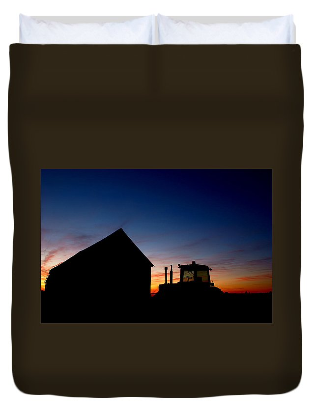 Barn Duvet Cover featuring the photograph Sunset On The Farm by Cale Best
