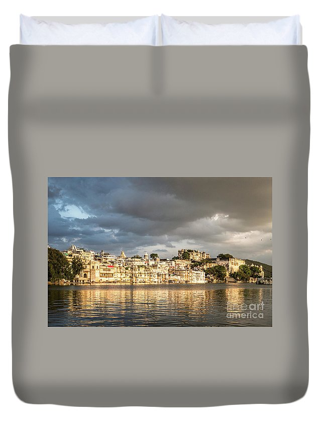 India Duvet Cover featuring the photograph Sunset Over Udaipur by Didier Marti