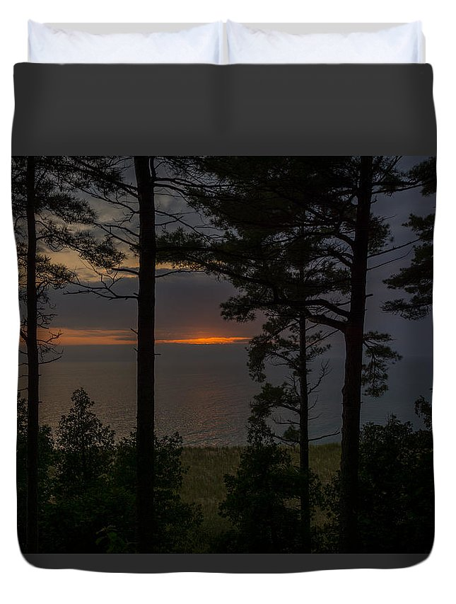 Trees Duvet Cover featuring the photograph Sunset Through The Trees by Pravin Sitaraman