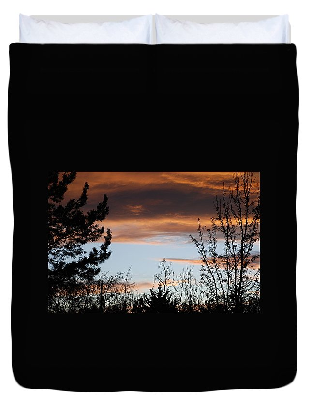 Sunset Duvet Cover featuring the photograph Sunset Thru The Trees by Rob Hans