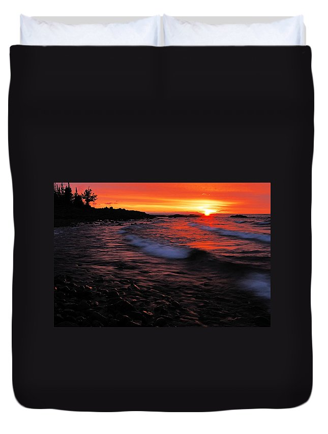 Split Rock Lighthouse State Park Duvet Cover featuring the photograph Superior Sunrise 2 by Larry Ricker