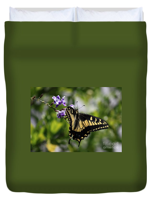 Swallowtail Butterfly Duvet Cover featuring the photograph Swallowtail Butterfly 2 by Carol Groenen