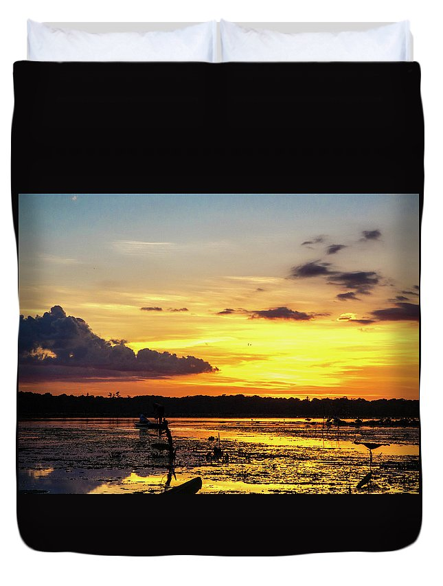 Orcinus Fotograffy Duvet Cover featuring the photograph Drawin The Fish At Last Light by Kimo Fernandez