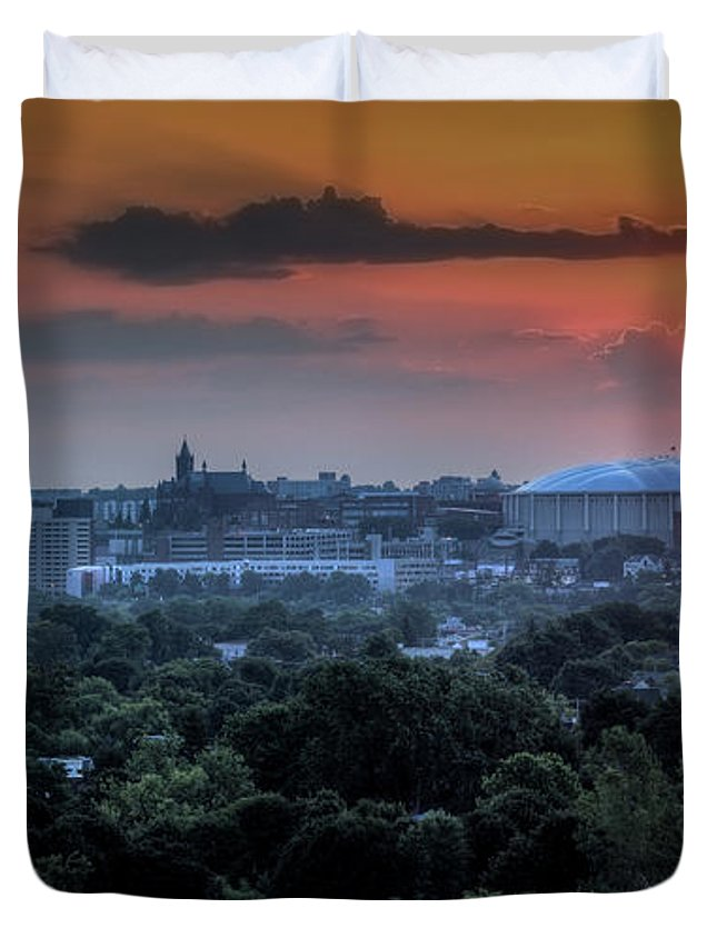 Syracuse Duvet Cover featuring the photograph Syracuse Sunrise by Everet Regal