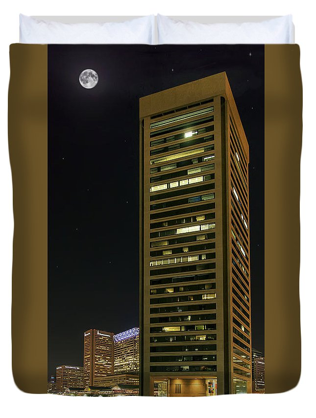 2d Duvet Cover featuring the photograph Tall Drink Of Water by Brian Wallace