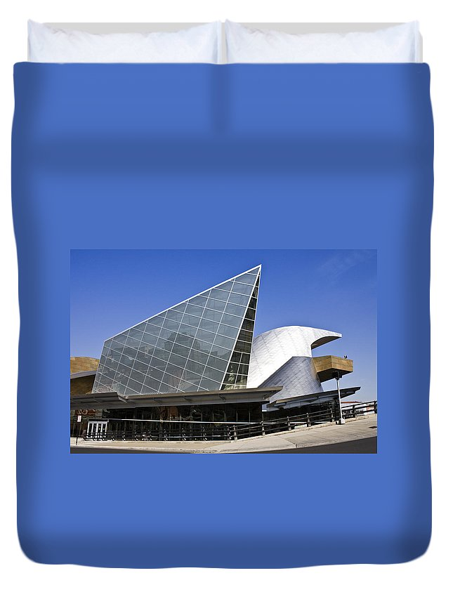 Roanoke Duvet Cover featuring the photograph Taubman Museum Of Art Roanoke Virginia by Teresa Mucha