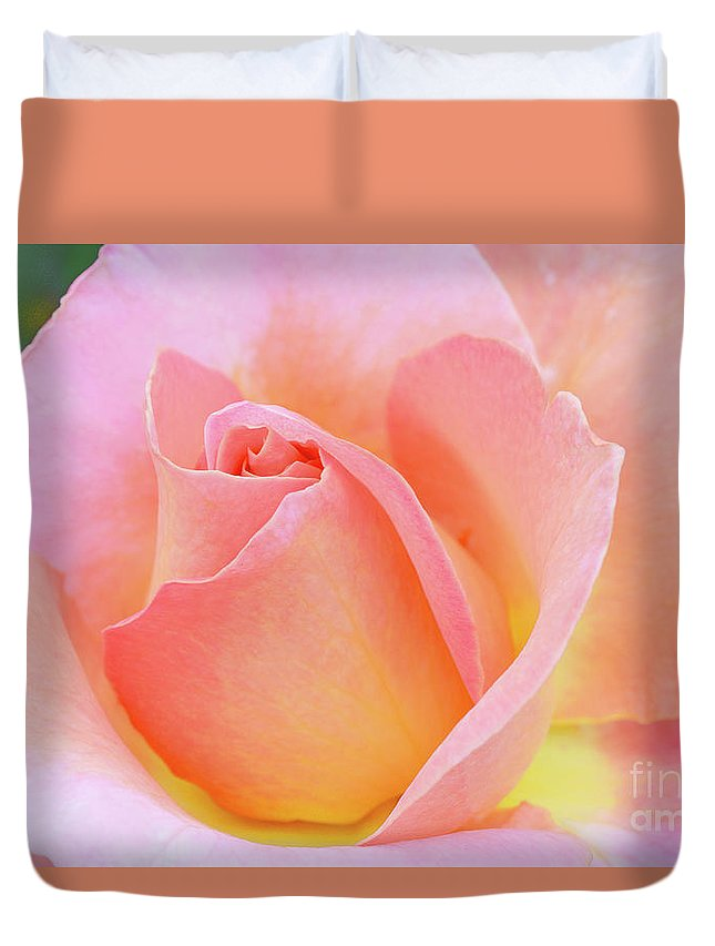 Pink Rose Duvet Cover featuring the photograph Tea Rose-elle by Regina Geoghan