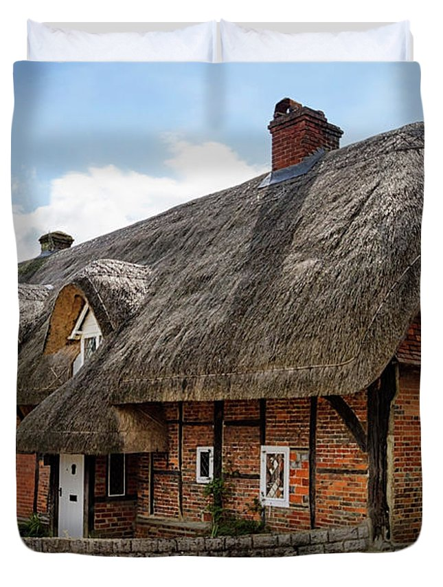 Cottage Duvet Cover featuring the photograph Thatched Cottages In Chawton by Shirley Mitchell