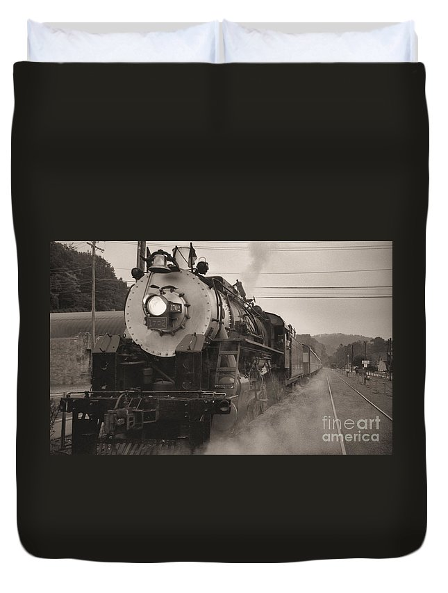 Trains Duvet Cover featuring the photograph The 1702 At Dillsboro by Richard Rizzo