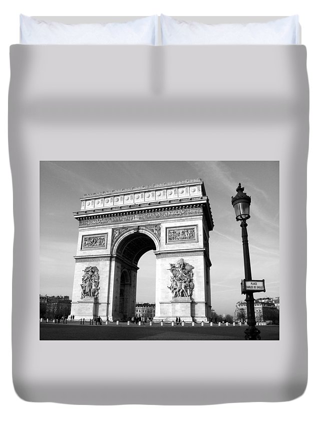 Arc Di Triomph Duvet Cover featuring the photograph The Arc Di Triomph by Donna Corless