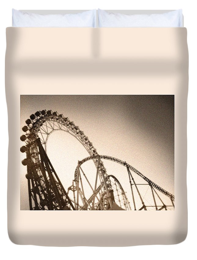 Amusement Park Duvet Cover featuring the photograph The Big-o by Eena Bo