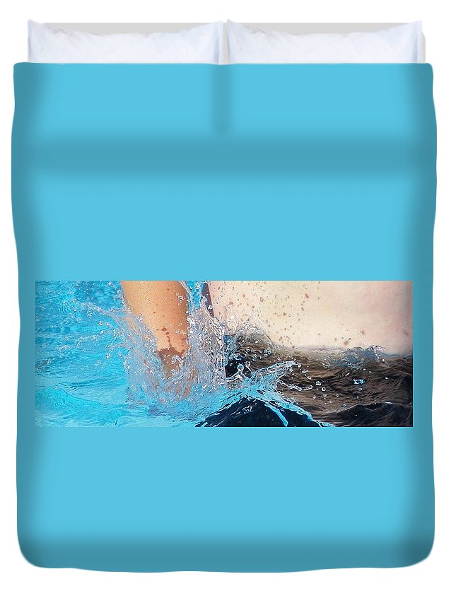 Digital Photography Duvet Cover featuring the photograph The Big Splash by Laurie Kidd