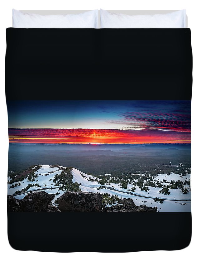 America Duvet Cover featuring the photograph The Burning Clouds At Crater Lake by William Freebilly photography