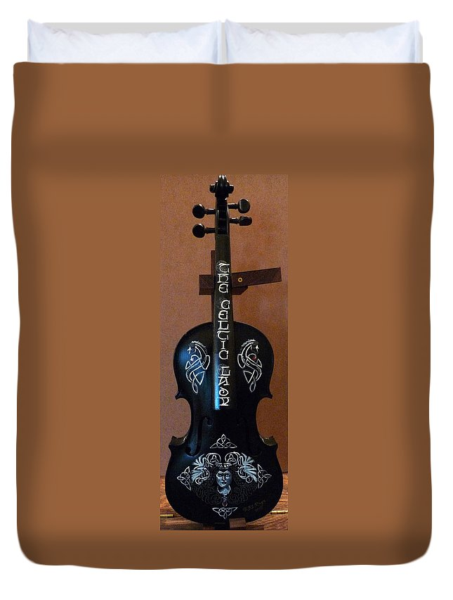 Violin Duvet Cover featuring the painting The Celtic Lady 1 by Richard Le Page