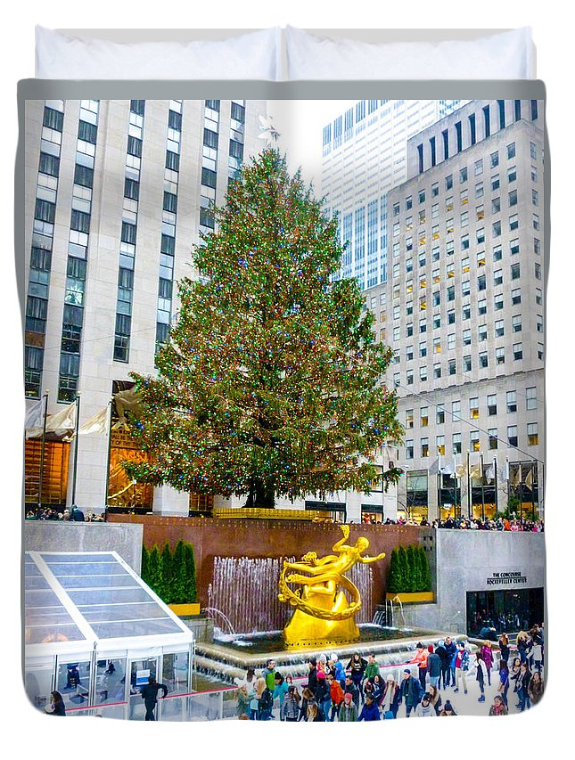Rockefeller Center Duvet Cover featuring the photograph The Christmas Tree At Rockefeller Center New York City by William Rogers