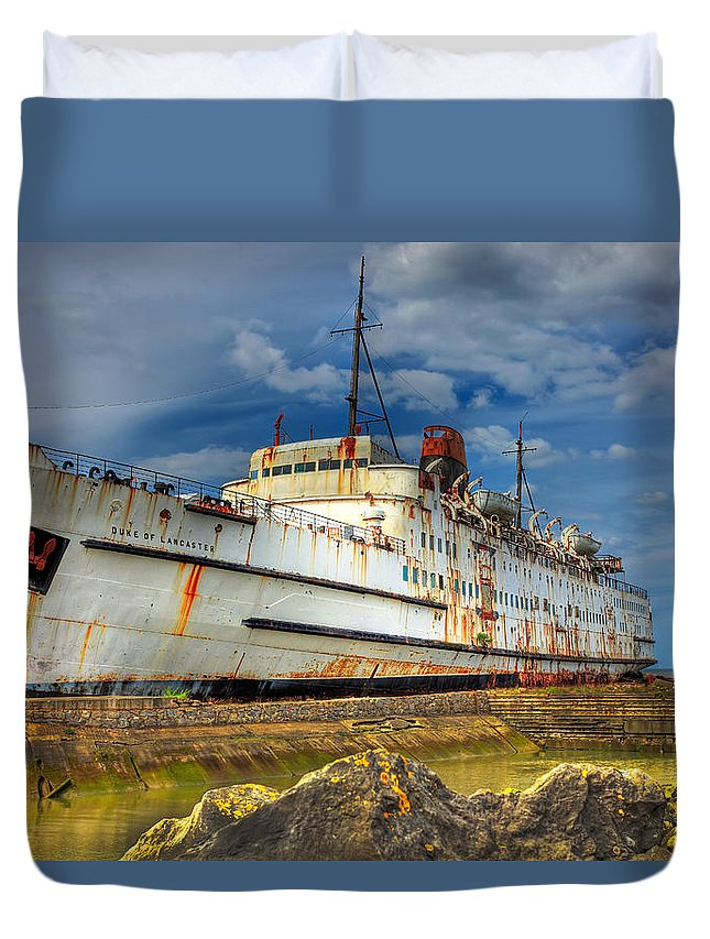 Hdr Duvet Cover featuring the photograph The Duke by Adrian Evans