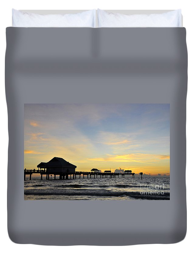 Sunset Duvet Cover featuring the photograph The End Of A Beautiful Day by David Lee Thompson