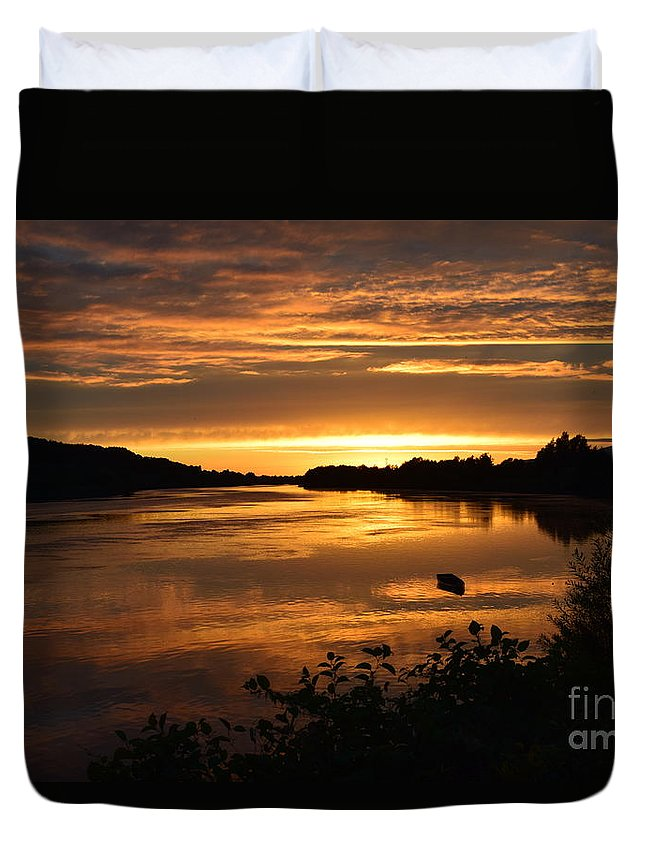 Sunset Duvet Cover featuring the photograph The End Of A Perfect Day by Joe Cashin