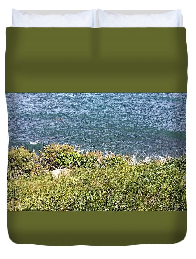 Montauk Duvet Cover featuring the photograph The End Of Long Island by Rob Hans