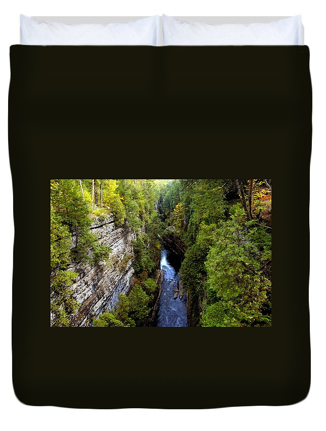 Chasm Duvet Cover featuring the painting The Great Chasm by David Lee Thompson